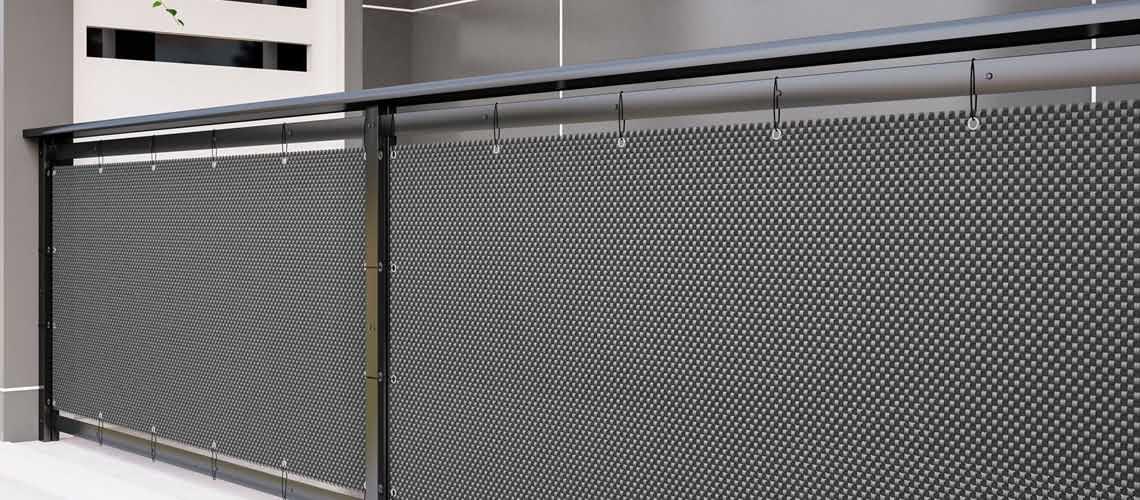 balkon-ubrany-matą-z-technorattanu-oczkowanego