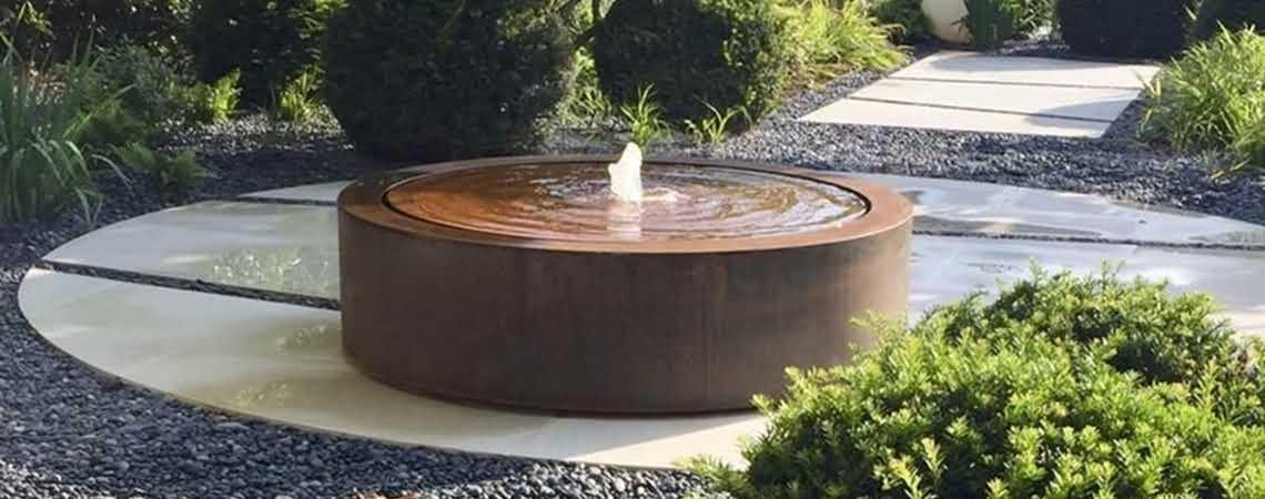 fontanna-ogrodowa-podswietlana-z-cortenu